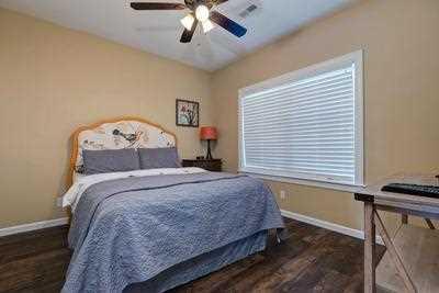 2nd bedroom queen bed