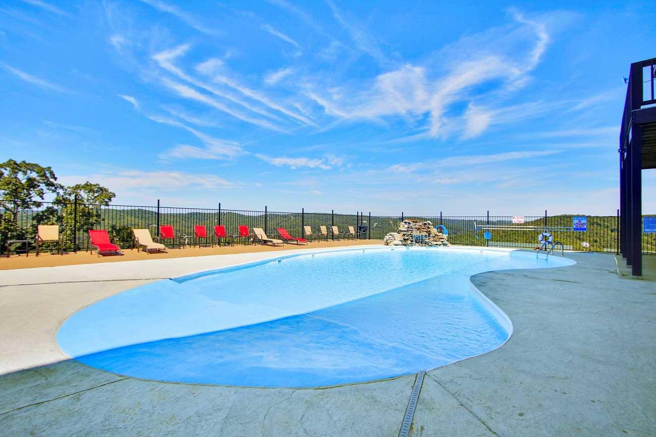 Outdoor zero entry pool & splash pad