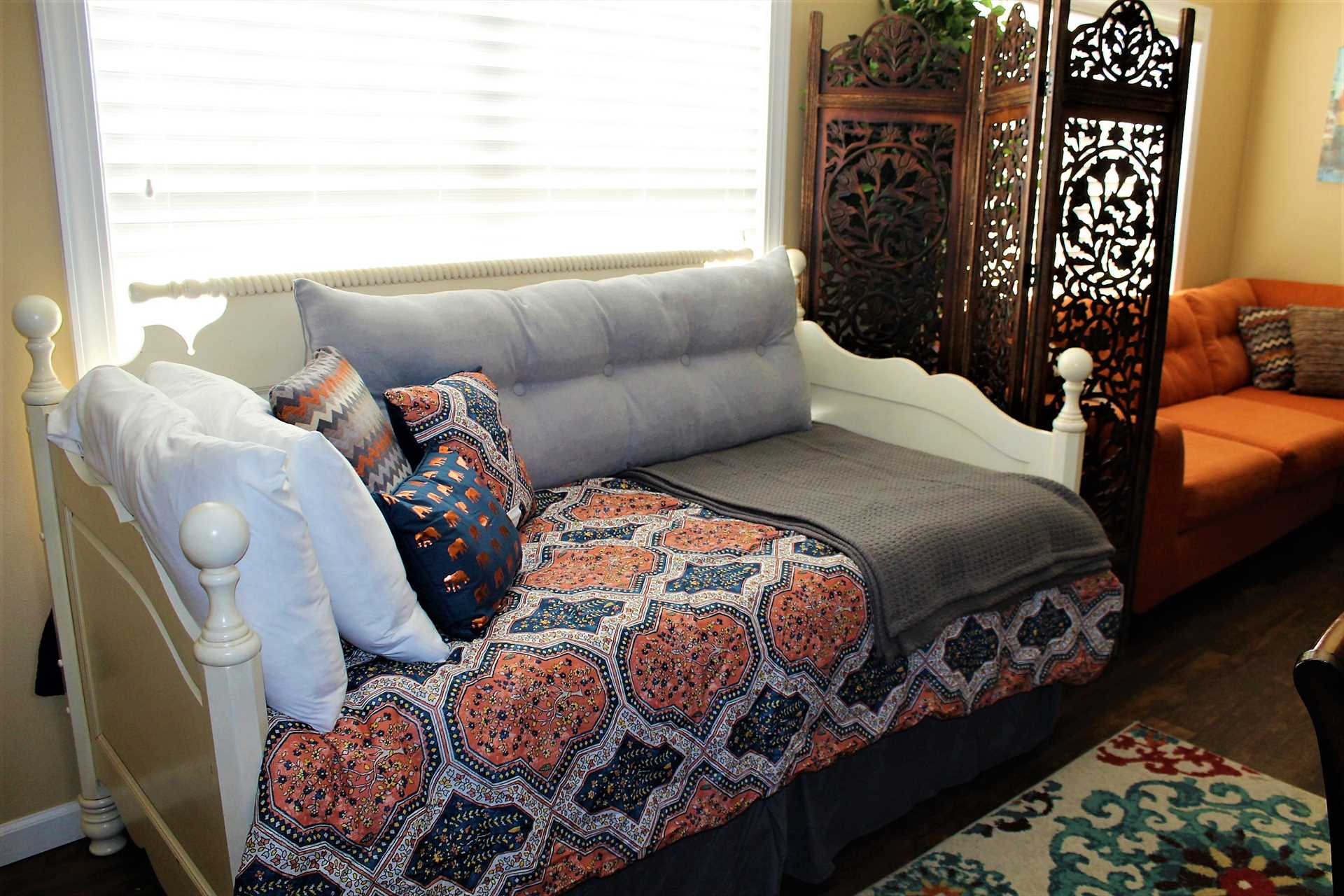 Daybed wi trundle XL twin